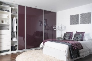 fitted-sliding-wardrobe-high-gloss-aubergine-1
